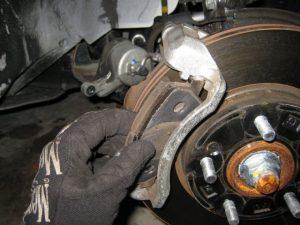 Hyundai Elantra - замена тормозных колодок