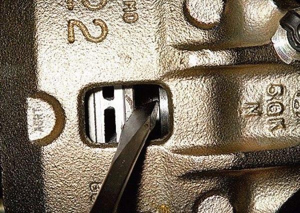 Тормозные колодки на Хендай Гетц - замена своими руками