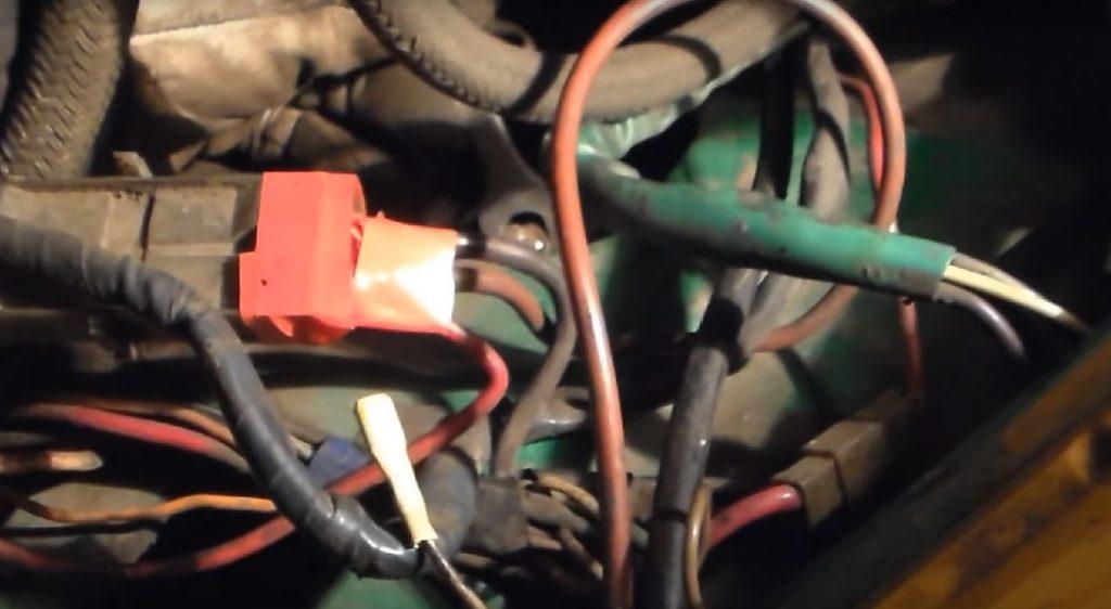 Замена переднего амортизатора ВАЗ 2107 классика